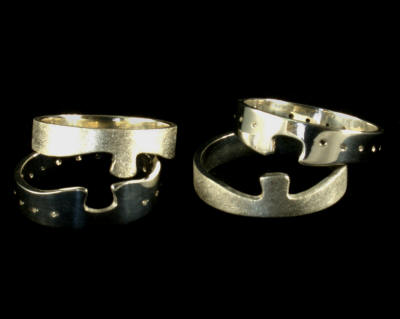 Wedding rings fit together